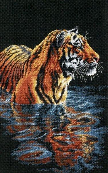 Вышивка купающийся тигр