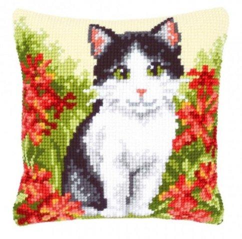 Белый кот вышивка бисером 89